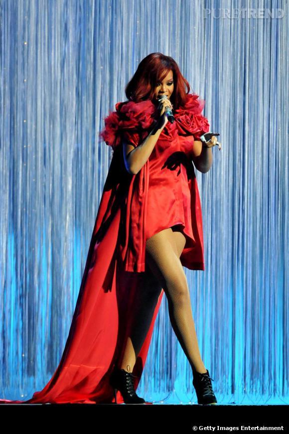 Encore et toujours des fleurs pour Rihanna.