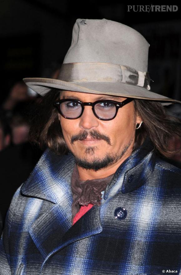 Ruban et bords délavés, trou et traces de saletés et voilà le chapeau de Johnny parfait.