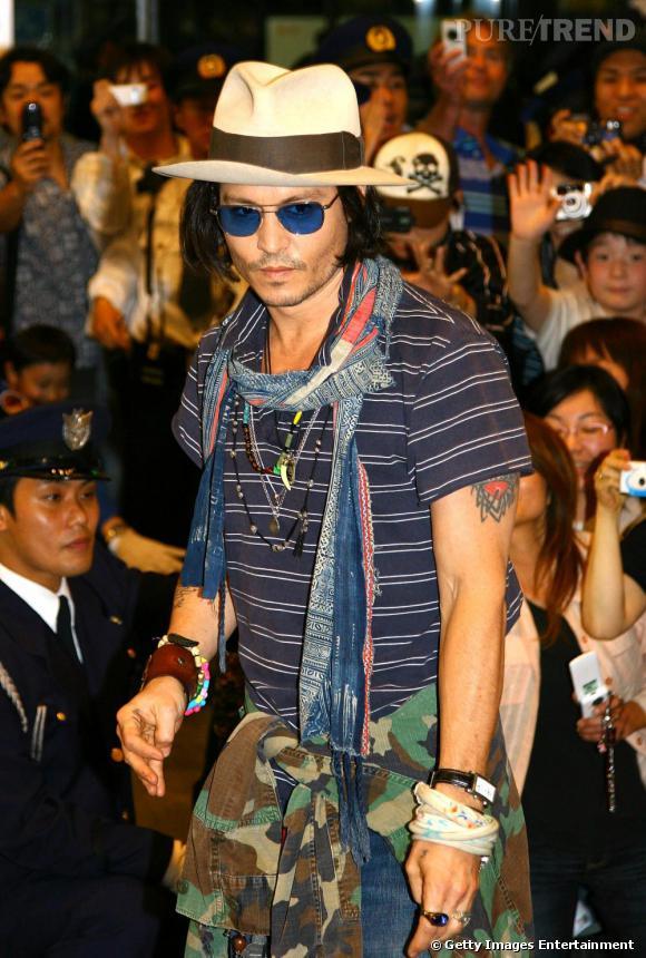 Johnny aime les allures gipsy et ethniques teintées de grunge.