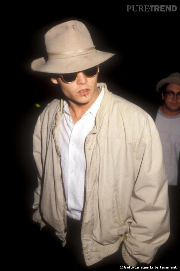En 1988, le chapeau se fait plus destroy pour une touche plus authentique.