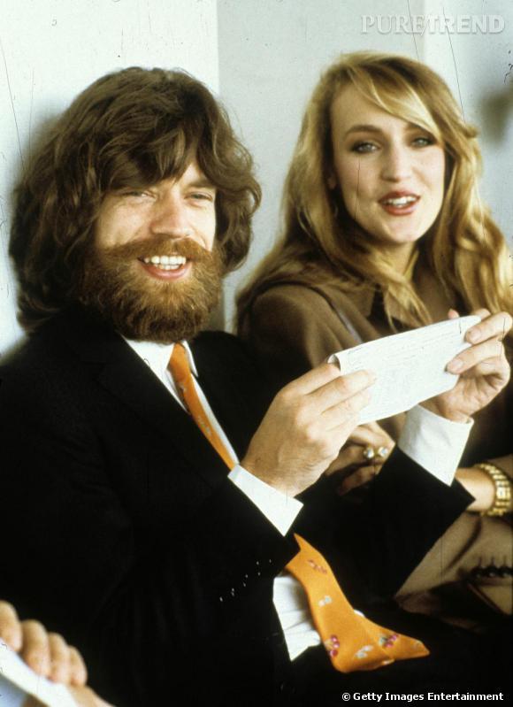 Méconnaissable, Mick Jagger version Yeti aux côtés de Jerry Hall.