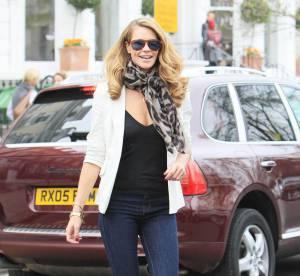 """Elle Macpherson, son look de """"Drôle de dames""""... À shopper !"""