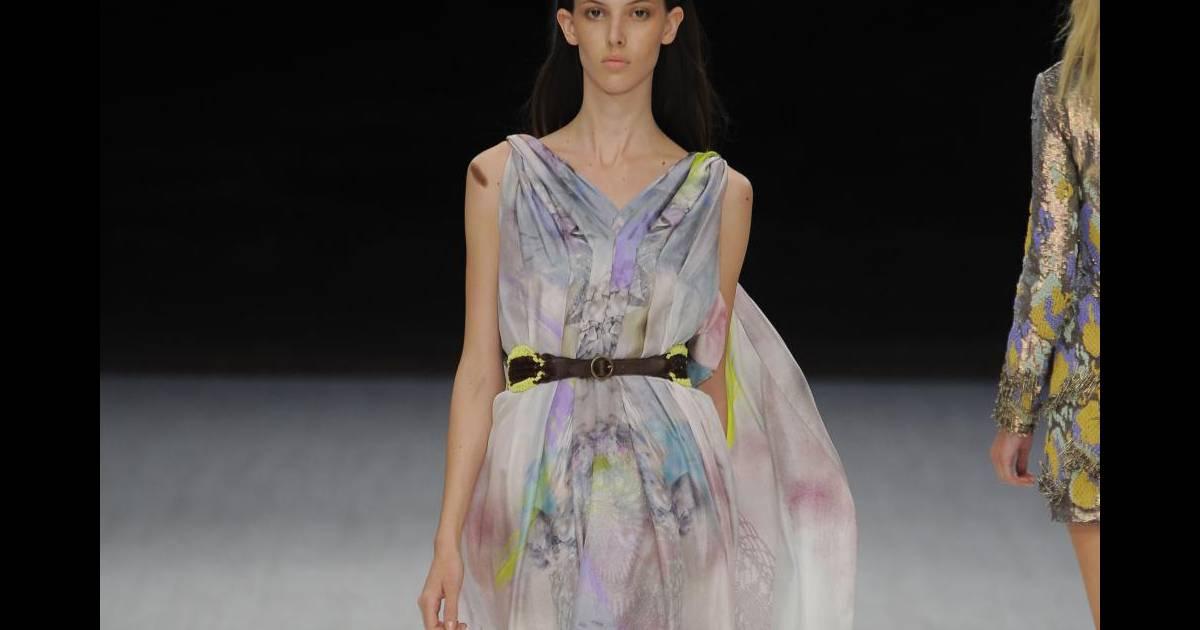 d fil matthew williamson printemps t 2011 et pourquoi pas une robe boh me chic puretrend. Black Bedroom Furniture Sets. Home Design Ideas