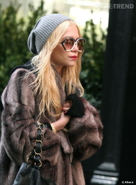 Entre passer incognito et jouer les mamies, il n'y a qu'un pas que Mary-Kate Olsen, malgré sa vingtaine, franchit aisément.