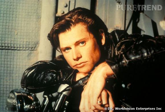 Comment on se coiffait dans les années 90 ?         Nom  : Grant Show (Jake Hanson dans la série  Melrose Place )    Coiffure  : la mèche plaquée sur le côté.