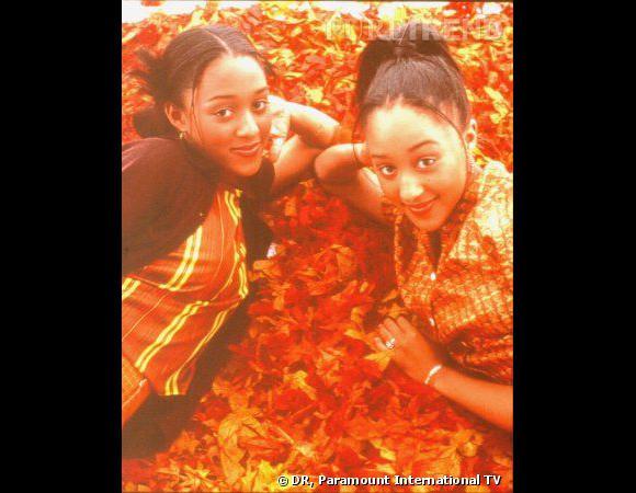 Comment on se coiffait dans les années 90 ?        Nom :  Tia et Tamara Monwry (Tia et Tamara dans la série  Sister, Sister )    Coiffure  : les deux petites mèches qui retombent sur le visage.