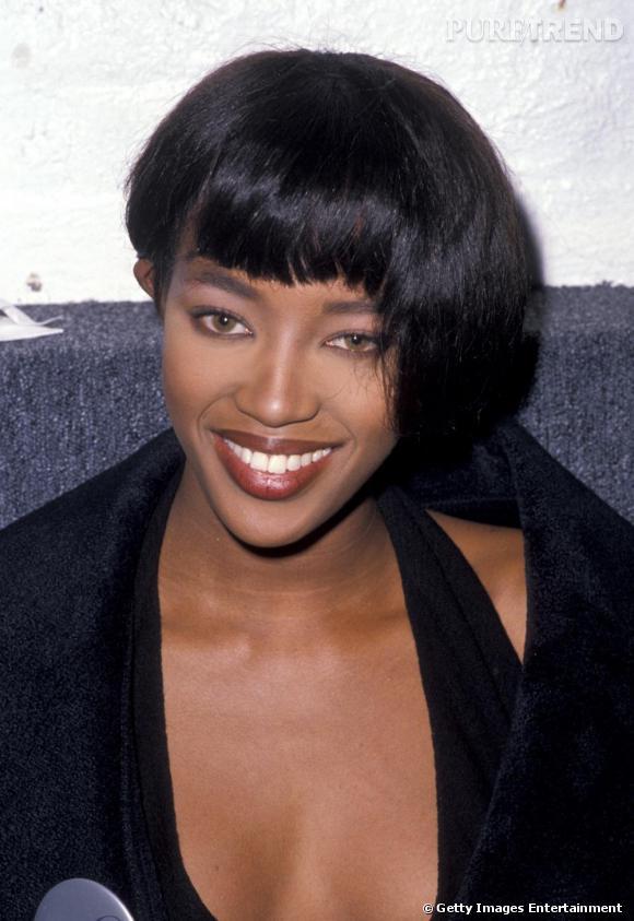 Comment on se coiffait dans les années 90 ?    Le bol destructuré par Naomi Campbell.