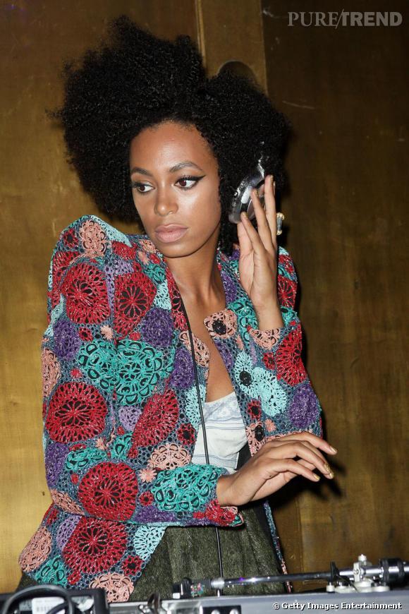 Djette à ses heures, Solange Knowles affiche un look ultra-pointu, loin des tenues diva de sa soeur ainée.