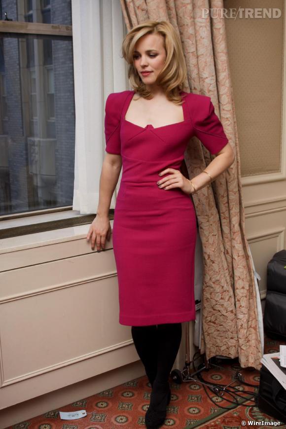 Sophistiquée et un rien rétro, Rachel resplendit en robe Rm by Roland Mouret. Seul regret, les collants un peu lourds avec une longueur midi.
