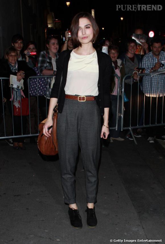 Keira Knightley opte pour une tenue tendance sans trop en faire à la sortie du Comedy Theatre de Londres.