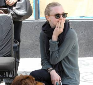 Amanda Seyfried crie au loup