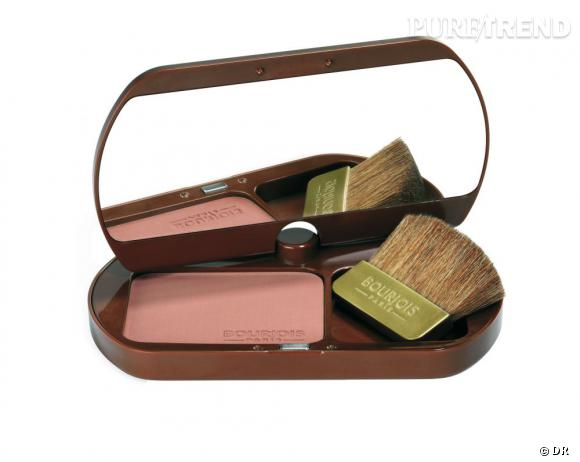 Délice de Soleil Poudre bronzante de Bourjois         C'est quoi  :  une poudre à la texture ultra-fine qui sublime toutes les carnations d'un hâle naturel et dépose sur la peau un parfum gourmand de chocolat. Le plus ? Un miroir panoramique qui s'oriente à 360° pour des retouches à tout moment de la journée.       Son prix :   14.95 €       Prix du vanity :   25.65 €