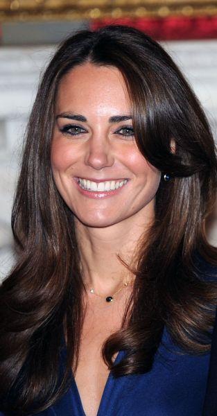 La Coiffure De Kate Middleton Fiancailles Vs Mariage Puretrend