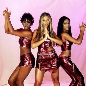 "Le top ""Destiny's Child"" : du too much comme on l'adore, un look presque mythique."