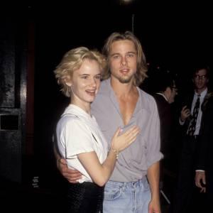 1992 : Avec Juliette Lewis, Brad adopte un look plus virile à grand renfort de chemises déboutonnées et de poils en pagaille.