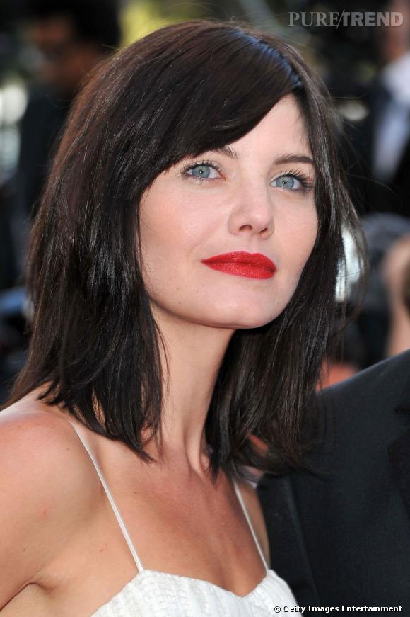 Cannes : les plus beaux make up du dimanche 15 mai    Le teint pâle contraste avec la bouche rouge sang et la crinière ébène. Delphine Chanéac est une vraie poupée.