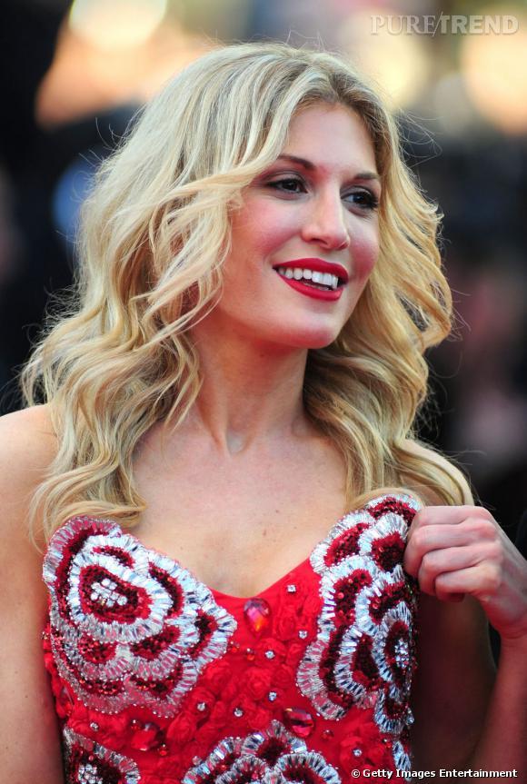 Cannes : les plus beaux make up du dimanche 15 mai    Bouche rouge, pommettes roses et smoky eyes beige, Hofit Golan se mue en femme fatale.