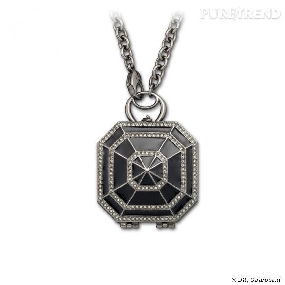 High Sea, pendentif boussole en époxy noir et cristaux Black Diamond appliqués selon la technique du Pointiage®, chaîne en plaqué ruthenium.