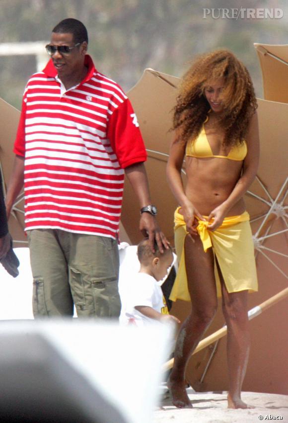 La complexée partie I  : lorsque l'on a pas envie de se faire remarquer à la plage, où que l'on culpabilise à cause de la plâtrée de pâtes tomates-mozza de la veille, le paréo est un allié idéal. Beyonce est une grande fan.