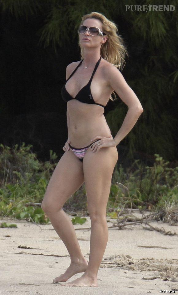 La sportive :  tout comme Nicolette Sheridan, lorsque l'on dispose d'un corps svelte et musclé, le bikini est un allié idéal pour se pavaner sur les plages.