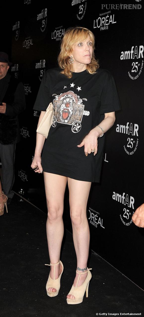 Le Flop look sexy :  Courtney Love semble tout simplement avoir oublié son pantalon.