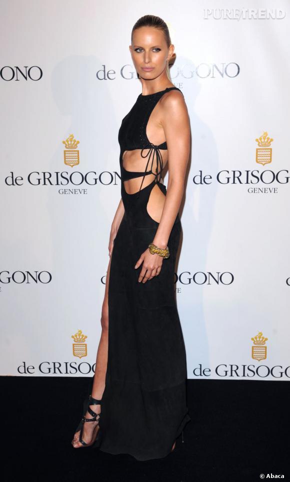 Le Top look sexy :  un jeu de découpes sensuelles sur Karolina Kurkova.