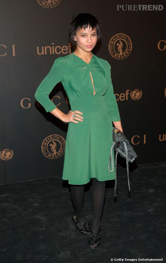 2008 :    Zoë sexy et stylée dans sa robe nouée.