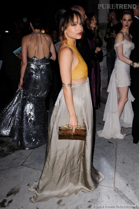2011 :    Cette année pour le Costume Institute Gala, Zoë jette son dévolu sur une pièce Derek Lam automne-hiver 2011. L'élégance bohème est au rendez-vous.