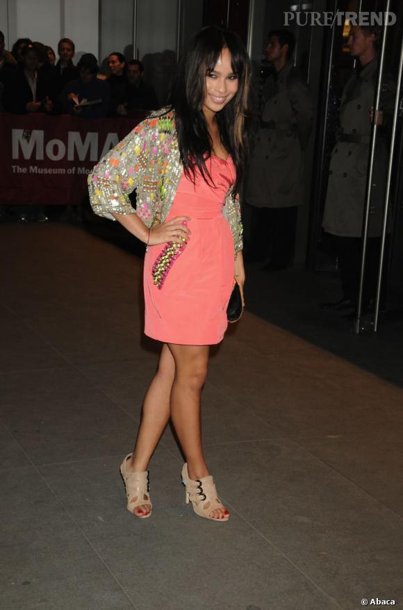 2008 :    Zoë très girly a tout bon avec le corail dans sa robe Matthew Williamson.