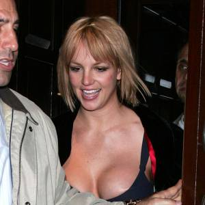 Britney Spears en montre un peu trop... Même ses vergetures sont de sorties.
