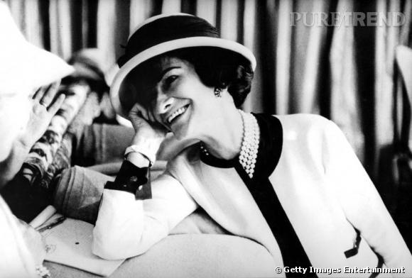 Les créateurs de mode sont-ils tous mal coiffés ?     Nom  : Coco Chanel       Coiffure :  les chapeaux de Gabrielle Chanel.