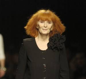 Les créateurs de mode sont-ils tous mal coiffés ? Nom : Sonia Rykiel Coiffure : l'éternelle rousse de la mode et son carré frangé.