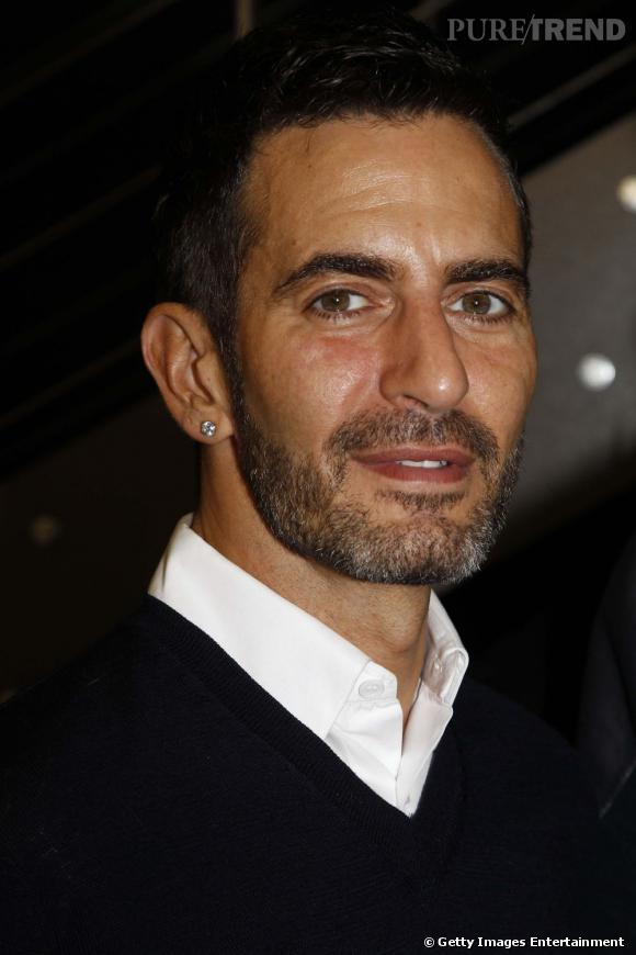 Les créateurs de mode sont-ils tous mal coiffés ?     Nom :  Marc Jacobs       Coiffure :  une version dandy chic avec une barbe de trois jours et une chevelure domptée grâce au gel.