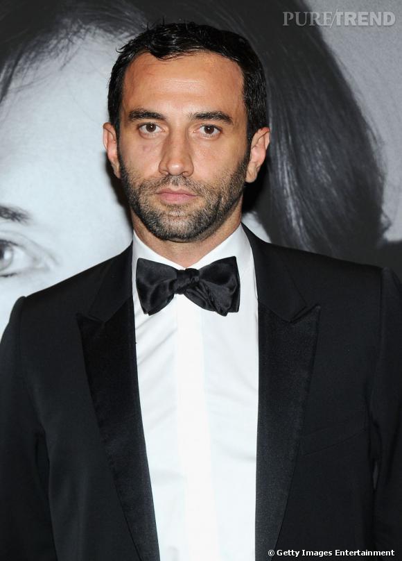 Les créateurs de mode sont-ils tous mal coiffés ?     Nom :  Riccardo Tisci      Coiffure :  un léger effet de gel sur la mèche devant et une barbe de trois jours. Un autre dandy chic de la mode.