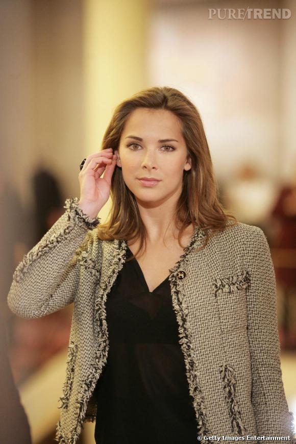La veste classique :  ici, un ravissant modèle en tweed. Image même du sérieux et de la crédibilité, Melissa arbore volontiers ce type de pièces.