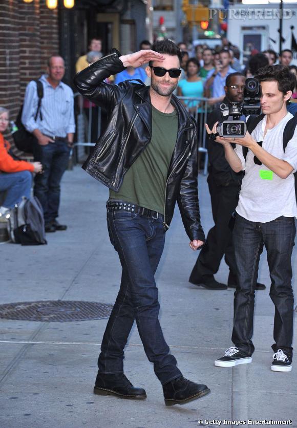 Adam Levine des Maroon 5, rock star au look ultra soigné.
