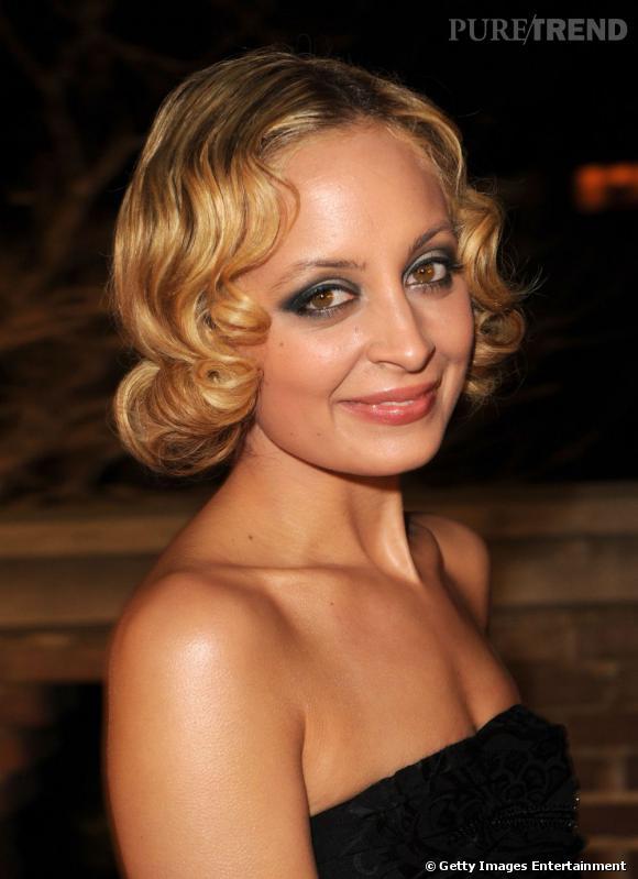 Tendance crantée chez les stars     Un cranté version wet look pour Nicole Richie.