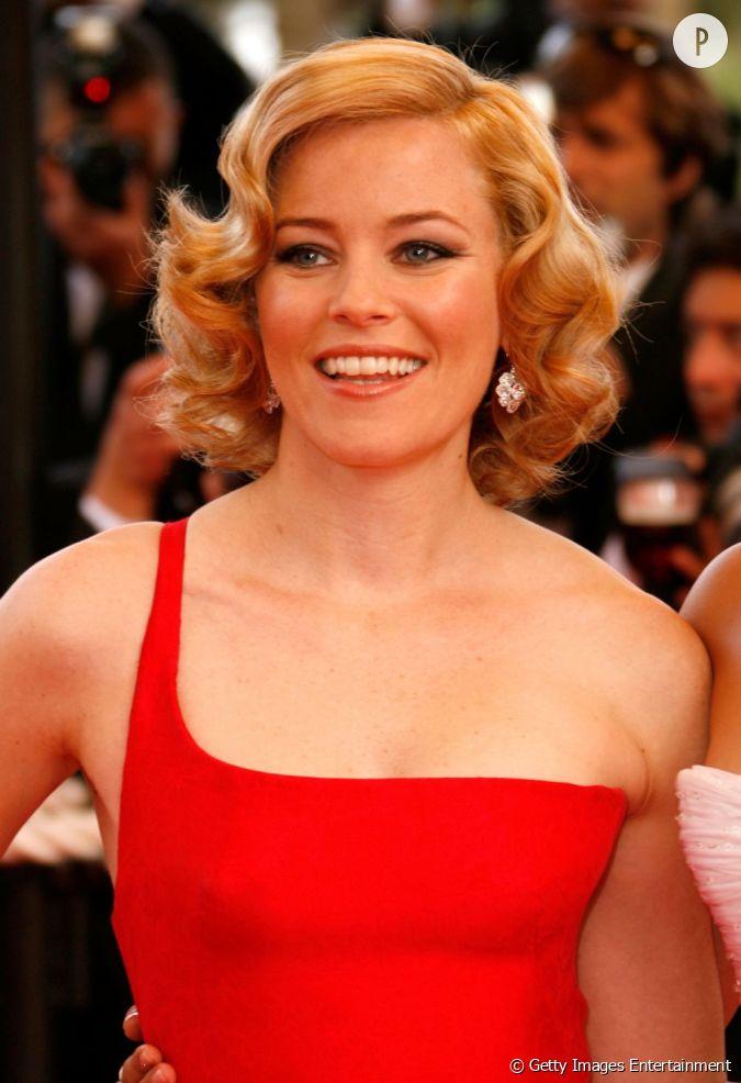 tendance crant e chez les stars un crant blond v nitien assorti d 39 une robe rouge pour un look. Black Bedroom Furniture Sets. Home Design Ideas