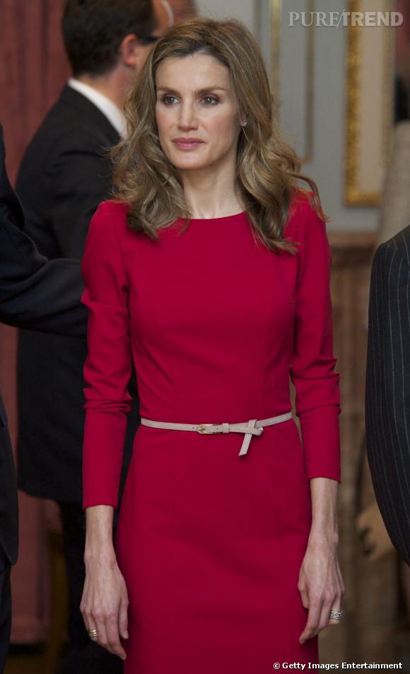 Toujours impeccable la princesse ceinture sa taille avec for La couleur rose pale