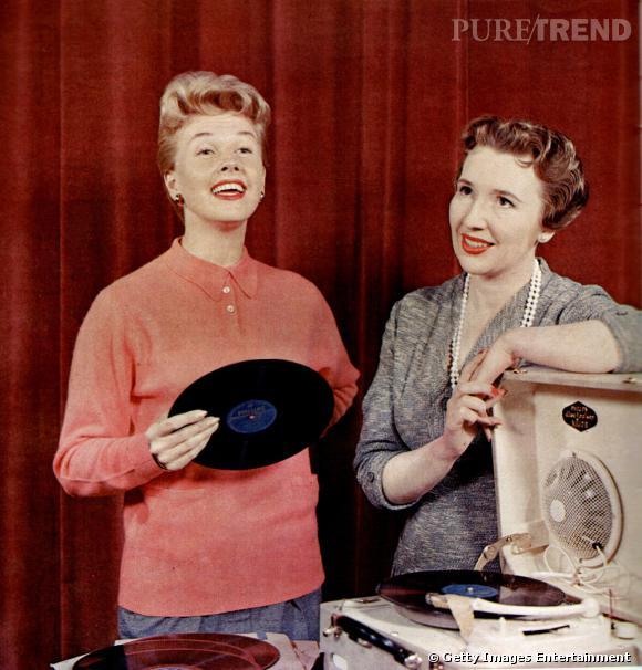 L'actrice Doris Day s'éclate en surboum avec sa copine.
