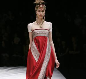 L'inde selon Alexander McQueen : le sari modernisé.