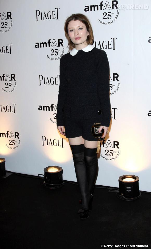 Emily Browning, en combinaison Louis Vuitton pour l'amfAR Inspiration à Paris.