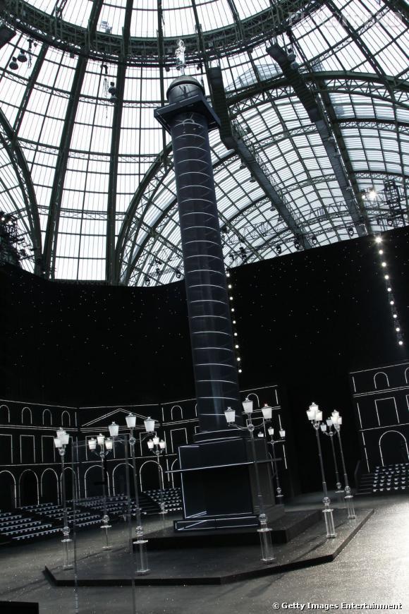 La célèbre colonne Vendôme s'élève jusqu'au dôme du Grand Palais.
