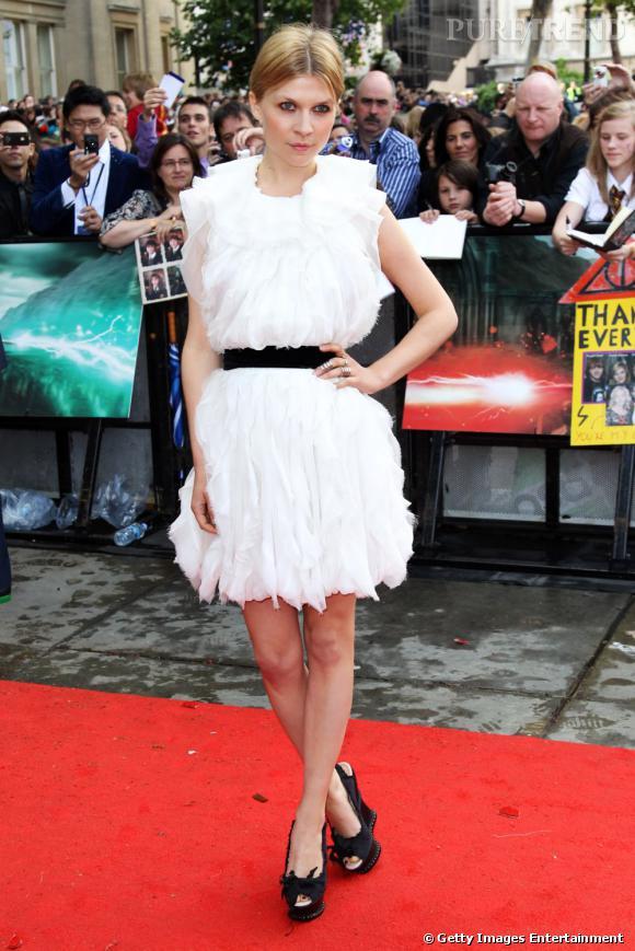 Clémence porte une robe Nina Ricci printemps-été 2011.