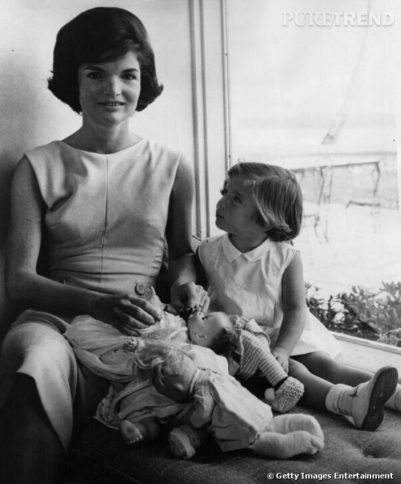 Jackie Kennedy, la First Lady la plus emblématique. Elle a marqué les  Américains et le monde entier. Son style est depuis devenu une référence  en matière d'élégance.