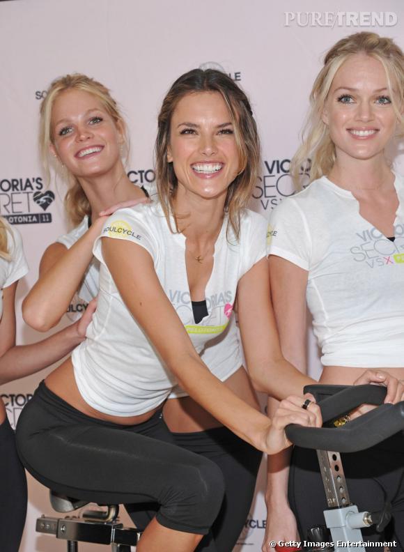 Alessandra Ambrosio, entourée des mannequins de Victoria's Secret, en tenue de sport et toujours aussi sexy.