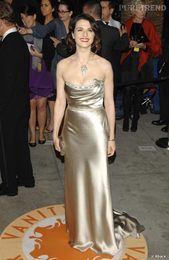 2007 : Robe or + décolleté Wonderbra + coiffure sophistiquée : Trop c'est trop.