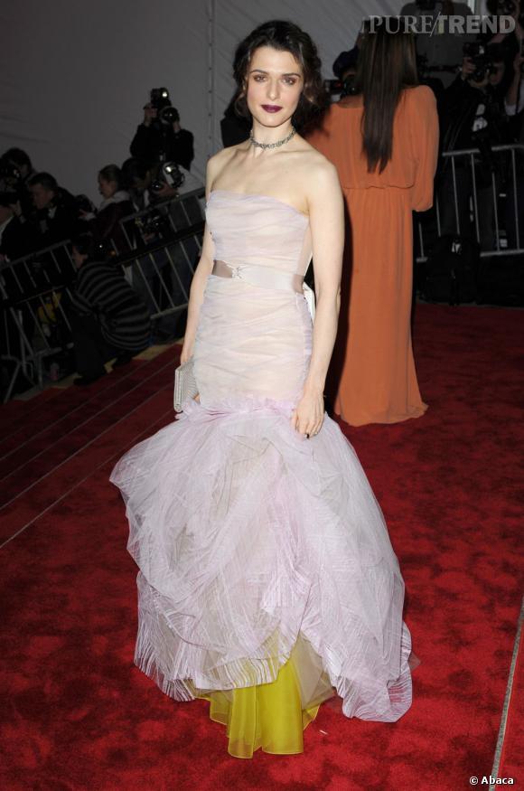 2009 : Robe en tulle Vera Wang. On salue l'audace.