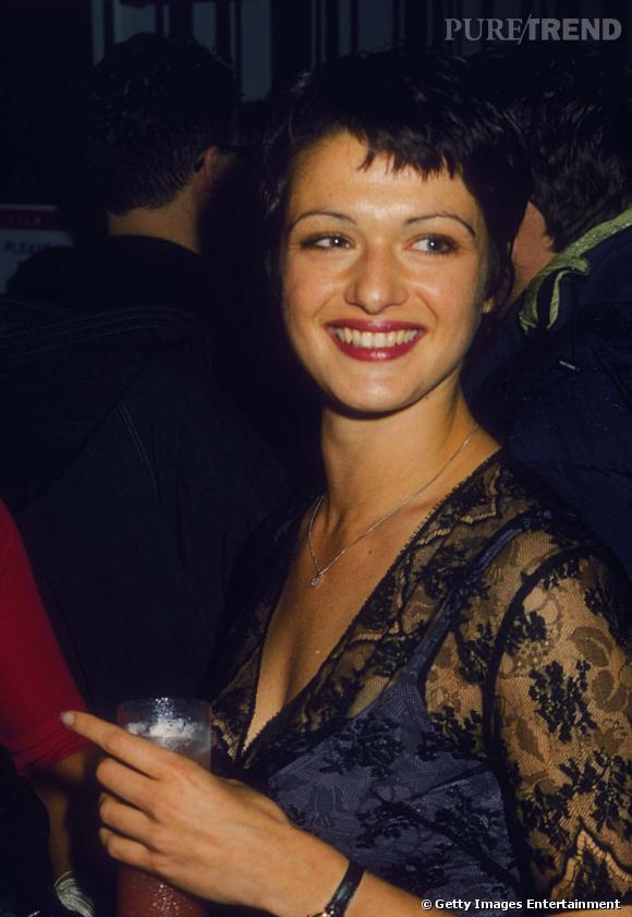 1991 : Le sourcil trop épilé et la frange destructurée, Rachel est méconnaissable.