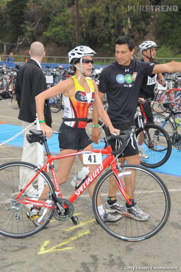 Teri Hatcher, peu glamour, pendant un triathlon à Malibu. On salue l'exploit quand même.
